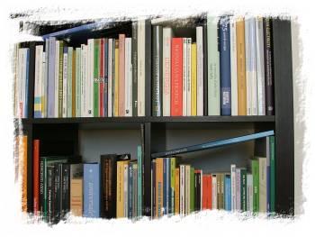 la nostra libreria di redazione (particolare)